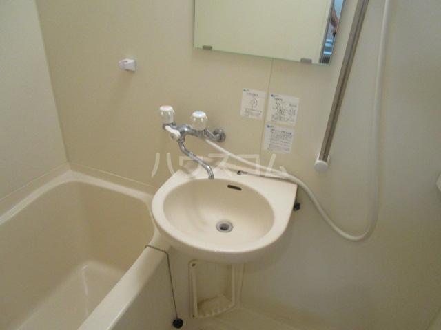 エイセンレジデンス 303号室の洗面所