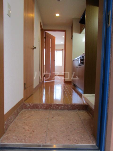 エイセンレジデンス 303号室の玄関