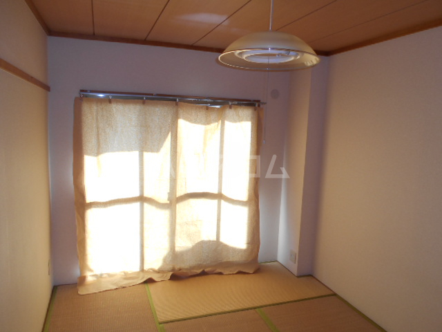 グランベールヨシミ 101号室の居室