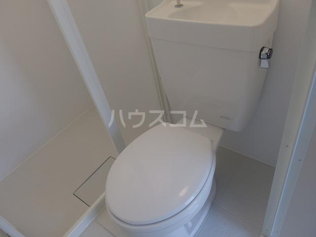 シャルマンハウス石田2号館 205号室のトイレ