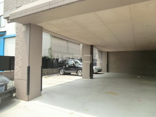 ディアコート 301号室の駐車場
