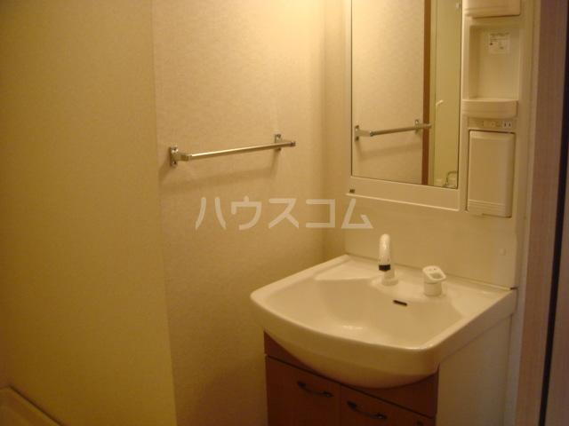 パルティール横濱 503号室の洗面所