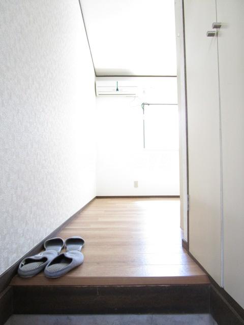 アドアビレッヂ 105号室の玄関