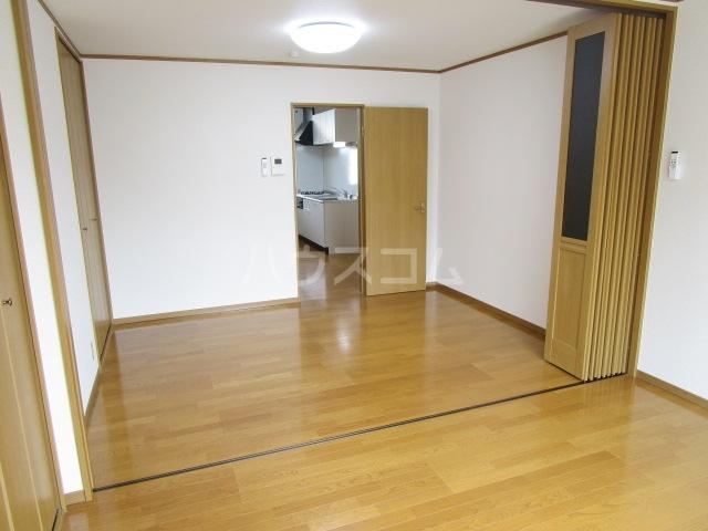 ベーネ1 203号室のリビング