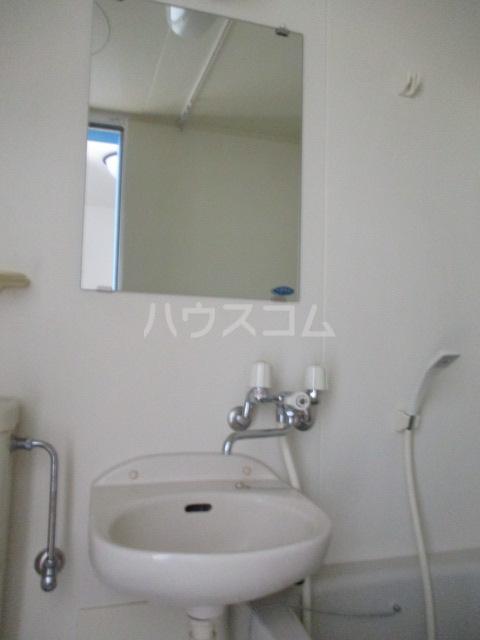 ハーミットクラブハウス鶴ヶ峰D 104号室の洗面所