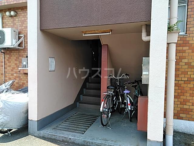 田辺マンション鶴間 305号室のエントランス