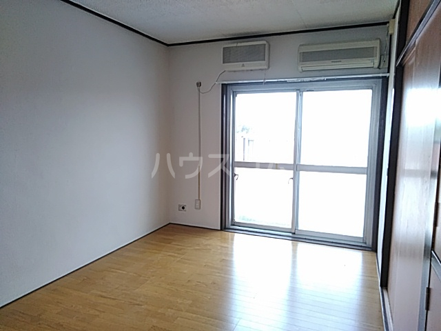 田辺マンション鶴間 305号室の居室
