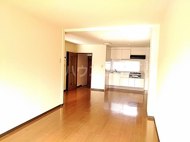 吉浜マンション 302号室のリビング