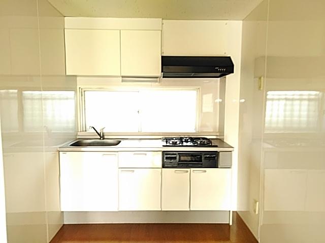 吉浜マンション 302号室のキッチン