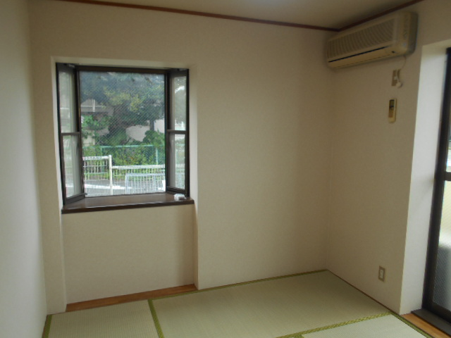 イーグルハイツ百草園 2-D号室の居室