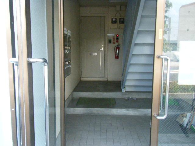 イーグルハイツ百草園 2-D号室のエントランス