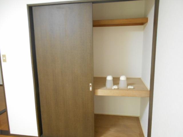 イーグルハイツ百草園 2-D号室のリビング