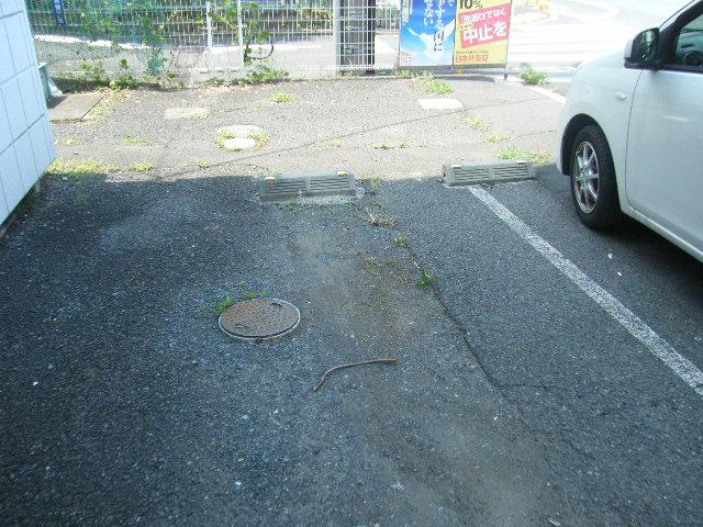 イーグルハイツ百草園 3-B号室の駐車場