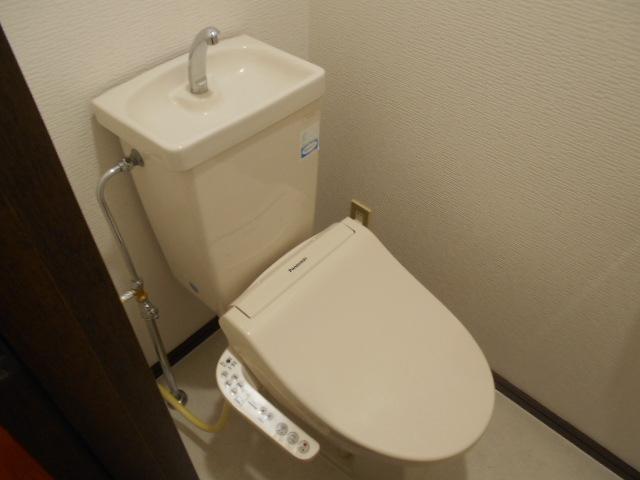 イーグルハイツ百草園 3-B号室のトイレ