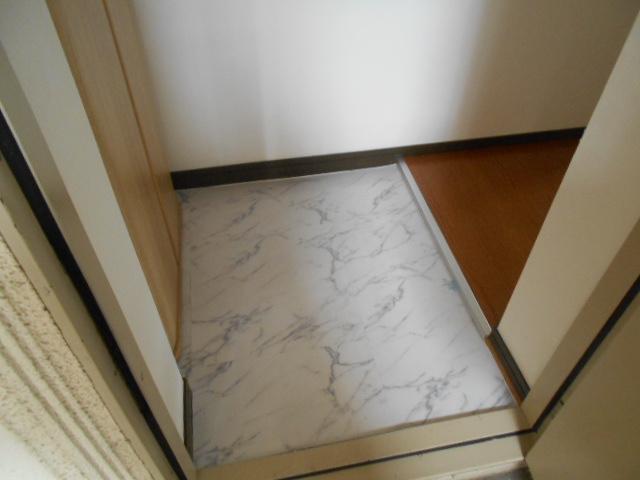 イーグルハイツ百草園 3-B号室の玄関