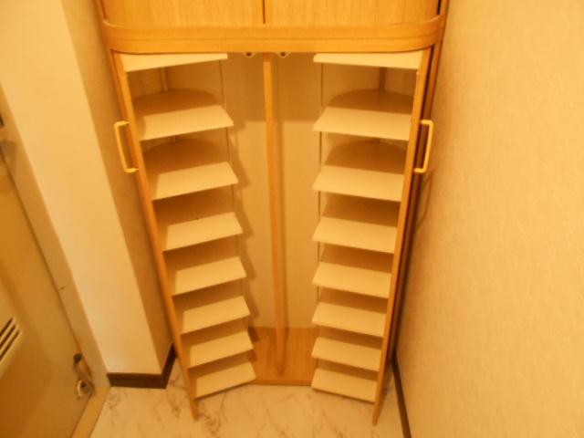 イーグルハイツ百草園 3-B号室の収納