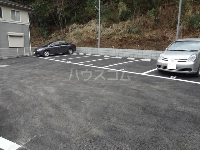 シャルマン壱番館の駐車場