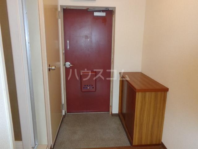 コーポアンビシャス 106号室の玄関