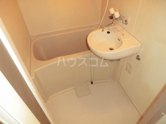 コーポアンビシャス 207号室の洗面所