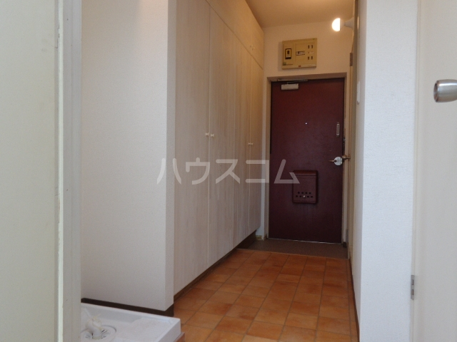 コーポアンビシャス 207号室の玄関