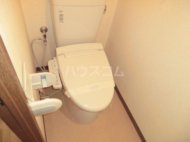 スカイコートあけぼの 103号室のトイレ