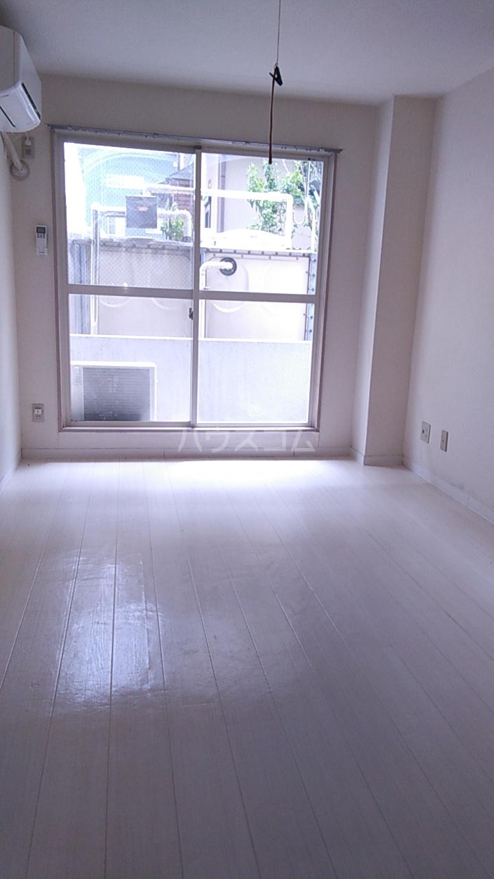 ベルトピア熊谷10 105号室のリビング