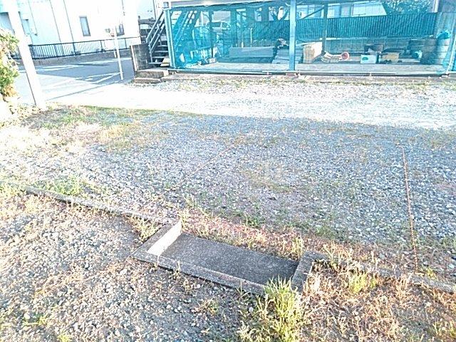 メゾンクレールⅡの駐車場