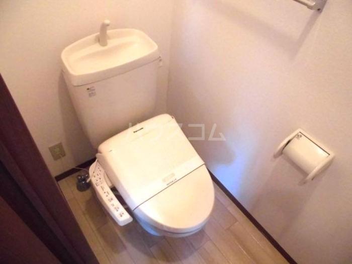 ラファエル Ⅵ 102号室のトイレ