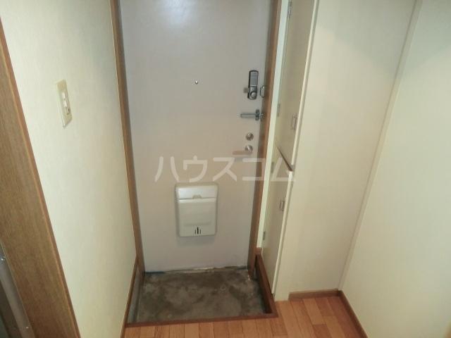 第2サンハイツ・カナイ 204号室の玄関