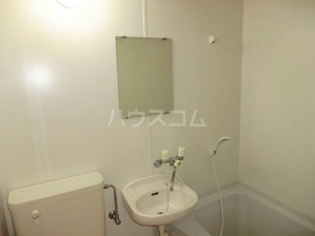 第2サンハイツ・カナイ 205号室の洗面所