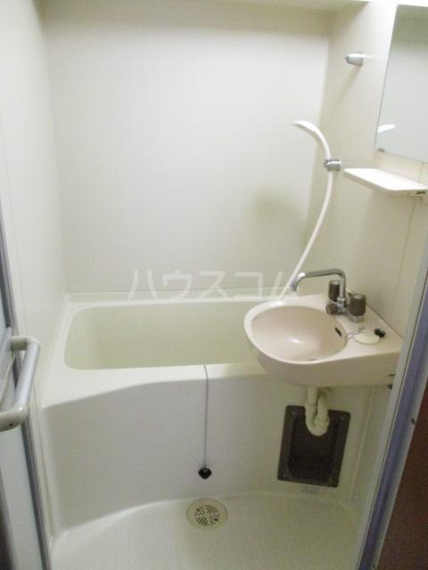 エミネンスいづみ 403号室の風呂