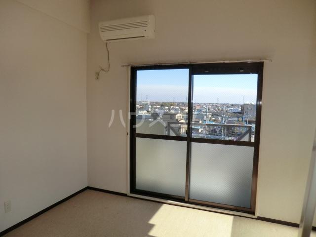 グランコート熊谷弐番館 401号室のリビング
