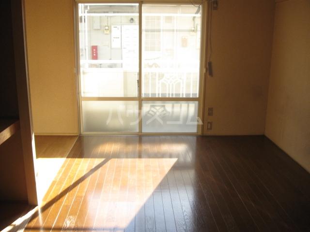 パナハイツ松村A 6号室のリビング