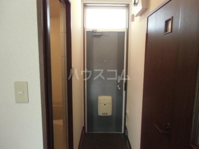ハピネスツカモト 102号室の玄関