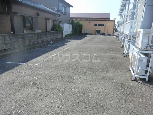 ハイツ松栄A 205号室の駐車場