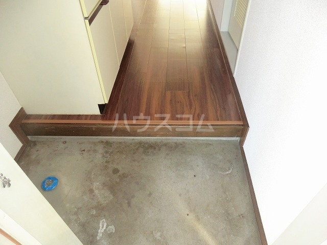 ハイツ松栄A 205号室の玄関