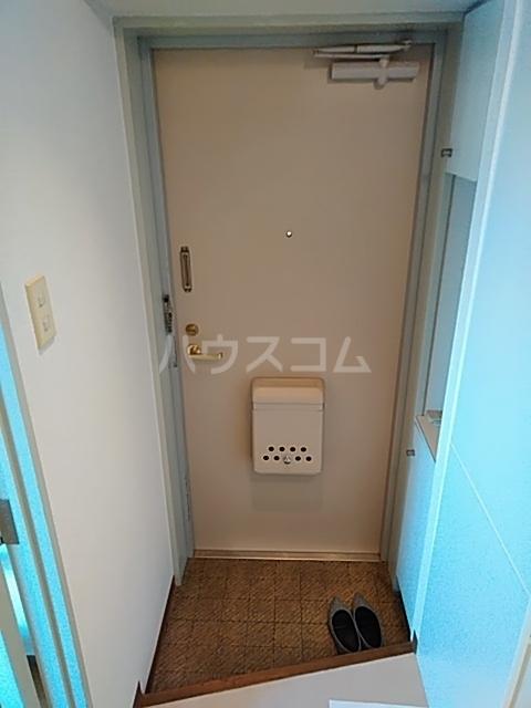リミクス綾瀬 601号室の玄関