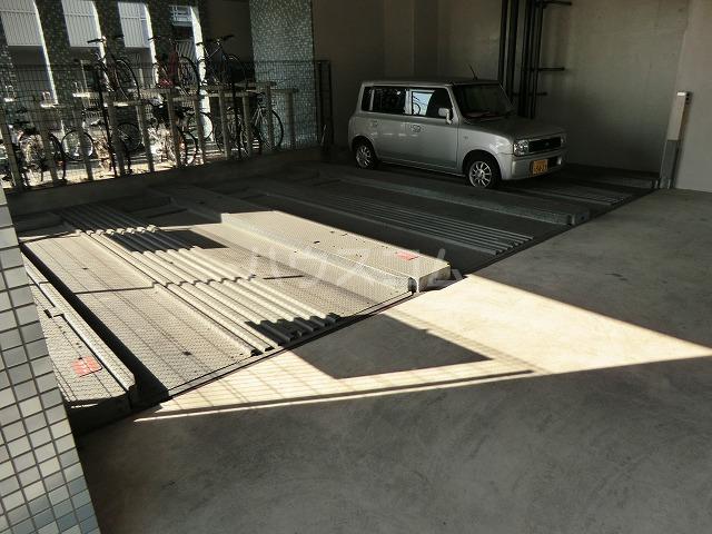フォルマ・アルディート 901号室の駐車場