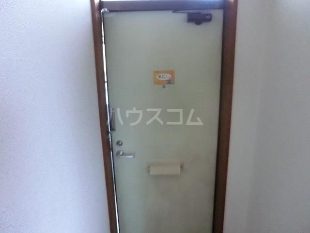 グリーンスクウェア 203号室の玄関
