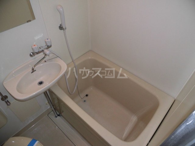 プチメゾントレド 201号室の風呂