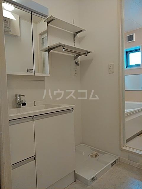 エコライフ長鶴 102号室の洗面所