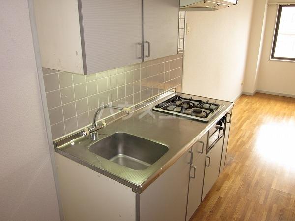 幸常館 401号室のキッチン