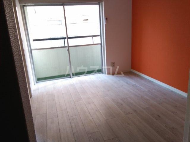 横山マンション 201号室のリビング