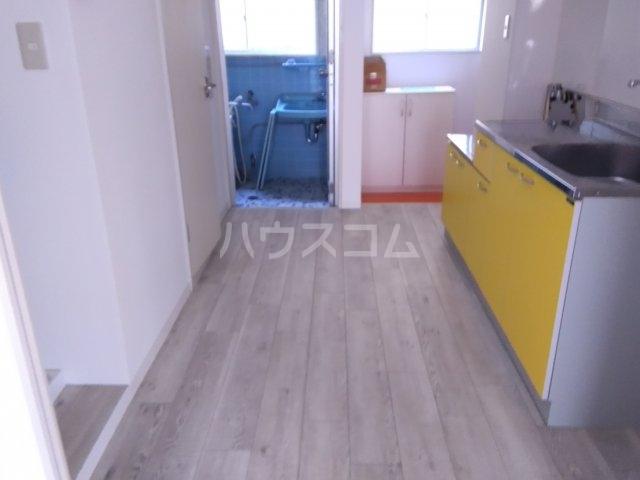 横山マンション 201号室の玄関
