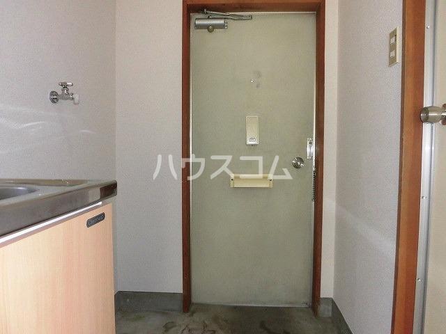 コーポ栄 110号室の玄関