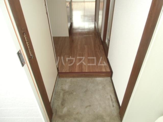 ビレッジ半城土 202号室の玄関