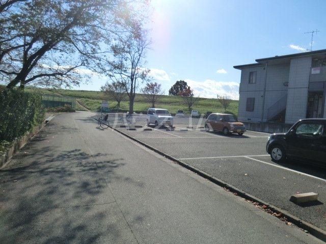 コーポ青山 2-1号室の駐車場