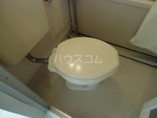 シャトルジュン 204号室のトイレ