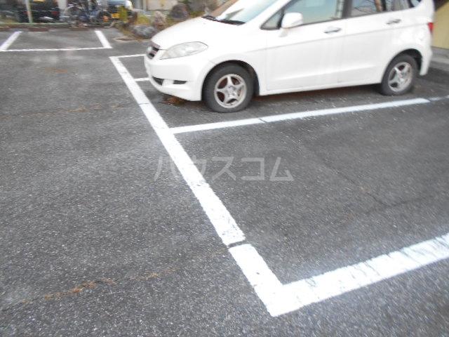 ハイツサンクリスタル 205号室の駐車場