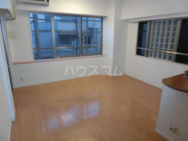 ジェイパーク渋谷神泉 305号室のリビング